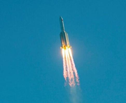 موشک چینی امروز یا فردا به زمین برخورد میکند؛ خطر چقدر جدیست؟