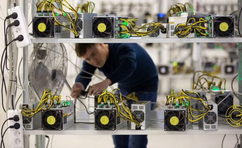 برق ۳۷ دستگاه اجرایی و سازمان دولتی در استان تهران قطع شد/ کشف ۵۱۳ دستگاه تولید رمزارز غیرمجاز در استان