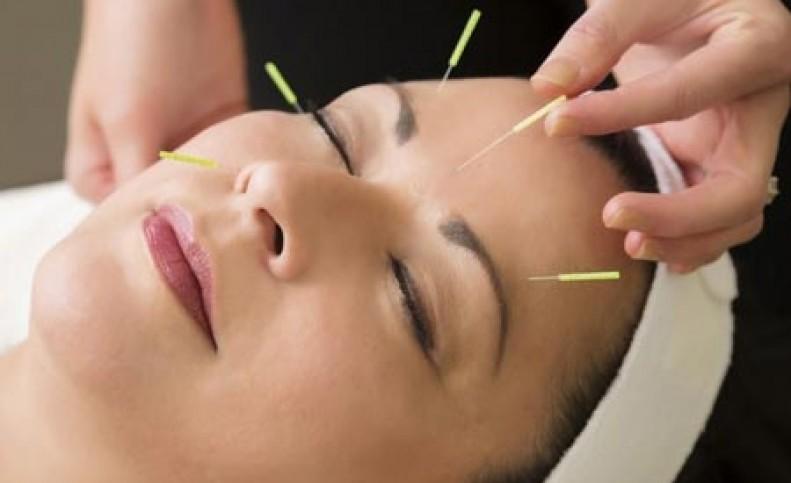 آیا طب سوزنی بر جوانسازی پوست تاثیر دارد؟
