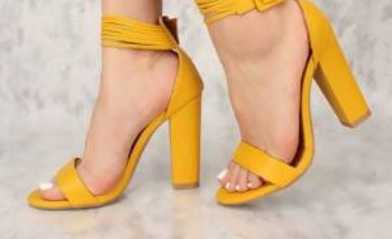 کفش پاشنه بلند رنگی را چگونه با لباس ست کنیم ؟