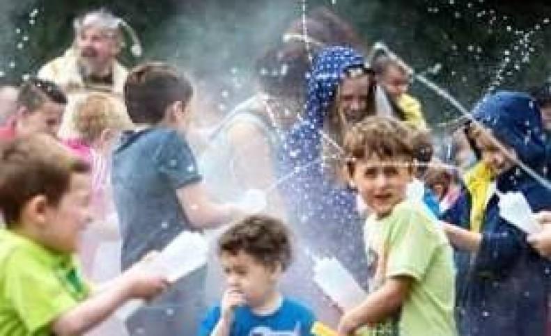 آشنایی با آب پاشونک ؛ جشن ایرانی 1 تیر