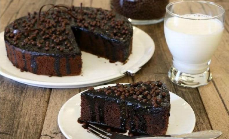 """طرز تهیه """"کیک خیس"""" شکلاتی بدون فر با طعمی تکرار نشدنی"""