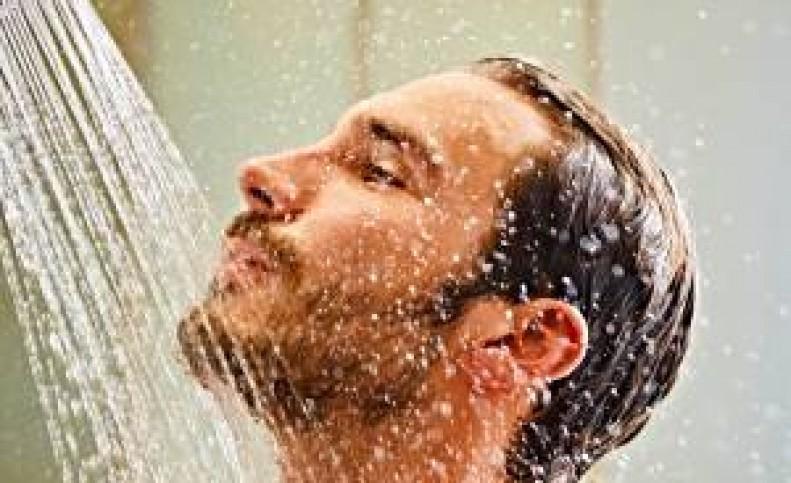 دوش آب سرد با پوست چه می کند؟