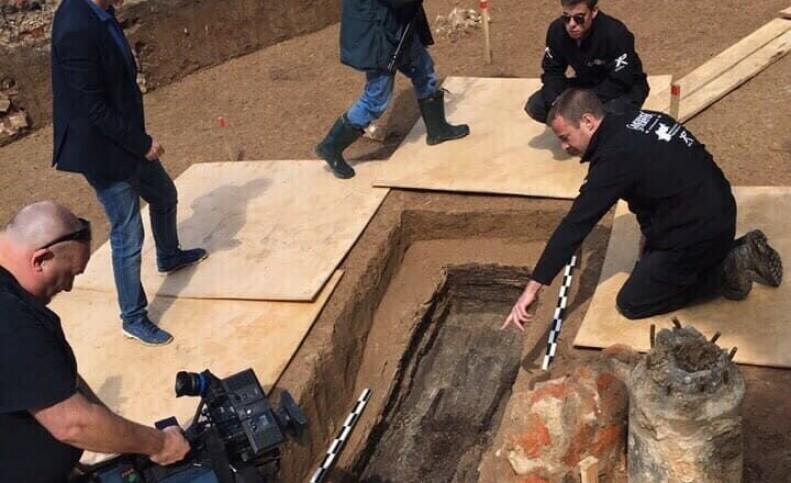 بقایای جسد دوست ناپلئون، پس از ۲۰۰ سال به فرانسه تحویل داده شد