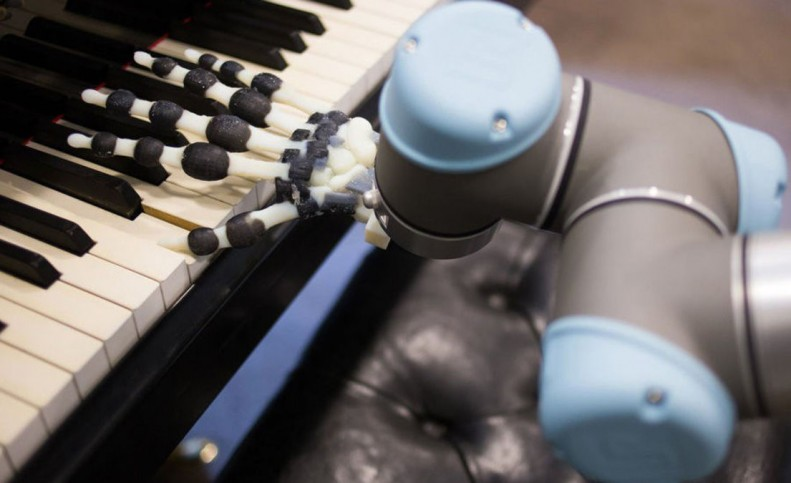 پیانو نوازی یک ربات با کمک حافظه مبتنی بر هوا!