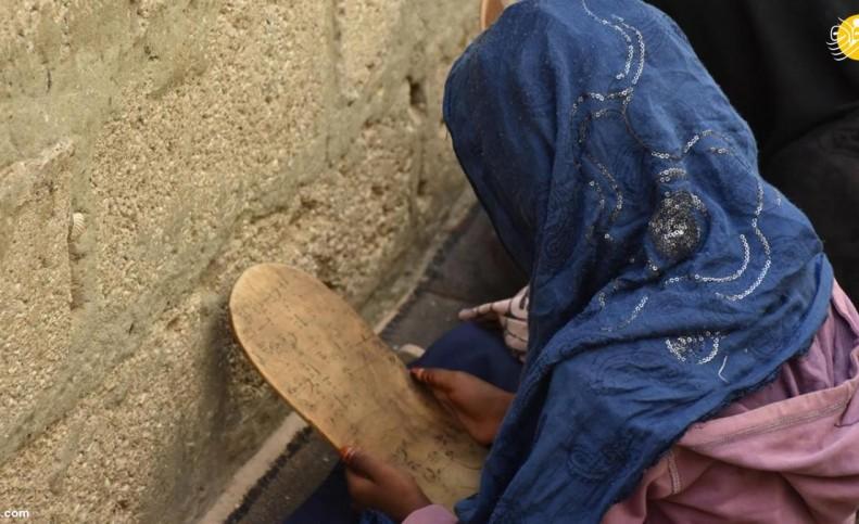 (تصاویر) کودکانی که با تخته چوبی حافظ قرآن میشوند