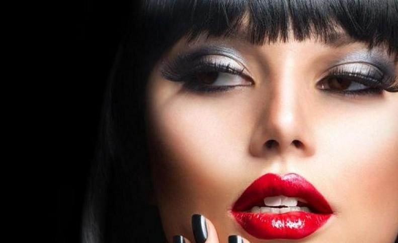 عوامل افزایش ماندگاری آرایش در تابستان
