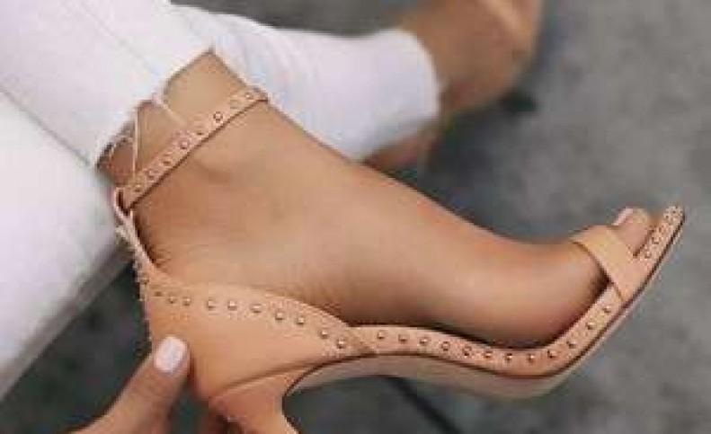 با هر مدل لباس مجلسی چه کفش پاشنه بلندی بپوشیم ؟