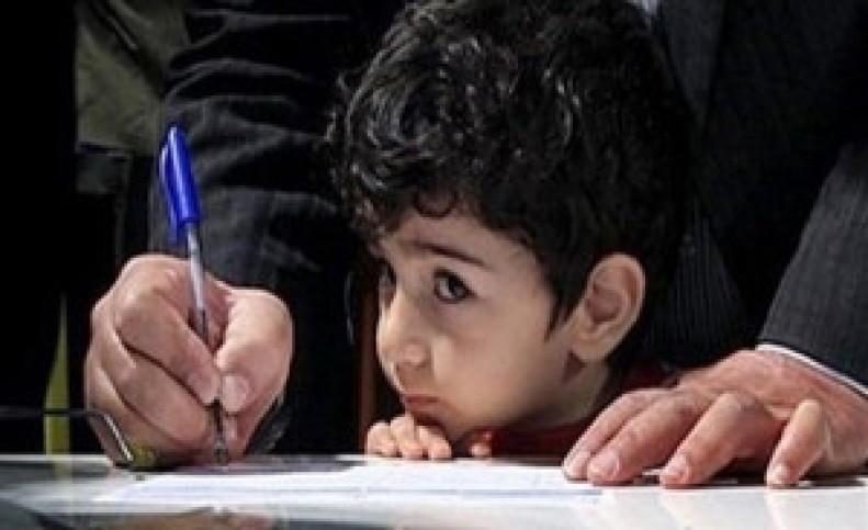 واکنش آموزش و پرورش به عدم ارائه کارنامه دانش آموز به مادر