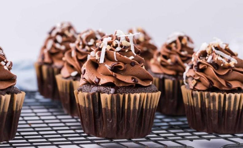 طرز تهیه کاپ کیک شکلاتی بدون فر