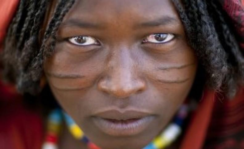 آرایش صورت دختران به کمک تیغ