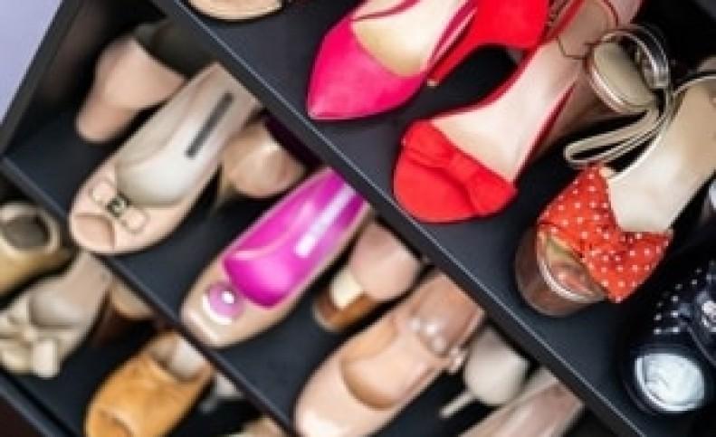کفشی که خانم ها نباید در هواپیما بپوشند